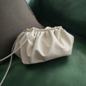 网红同款云朵包女褶皱单肩斜跨饺子包个性白色手拿包YH10171