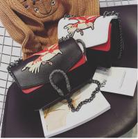 新款链条绣花女包包斜跨包2016冬新款欧美时尚锁扣女包小方包1835